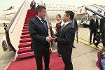 Саламатсызбы! — видео прибытия Жээнбекова в Пекин