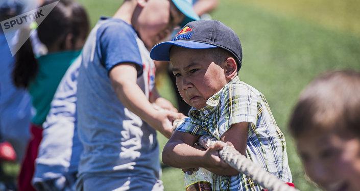 Национальные игры в Бишкеке в рамках проекта Детский караван игр
