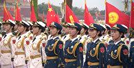 Кыргызча ырга бийлеген балдар. Си Цзиньпин менен Жээнбековдун жолугушкан видеосу