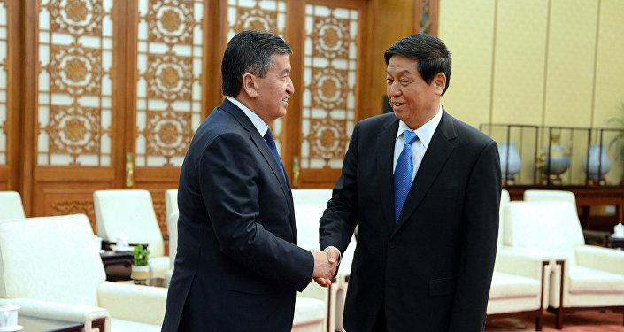 Президент КР Сооронбай Жээнбеков на встрече с председателем постоянного комитета Всекитайского собрания народных представителей Ли Чжаньшу