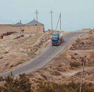 Лонгрид: Лексусту чанып Хаммер минчүбүз — Кыргызстандагы кыштактын баяны