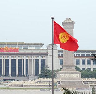 Кыргызстандын Пекиндеги желеги. Архив