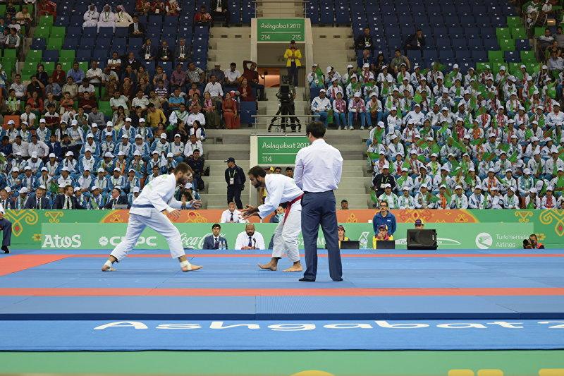 Чемпион Азии по джиу-джитсу Абдурахманхаджи Муртазалиев во время соревнований