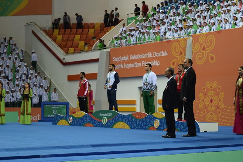 Чемпион Азии по джиу-джитсу Абдурахманхаджи Муртазалиев на церемонии награждения