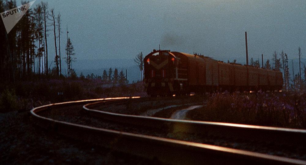 Поезд на трассе. Архивное фото