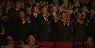Видеофакт: Сооронбай Жээнбеков смотрит оперу Манас в Китае