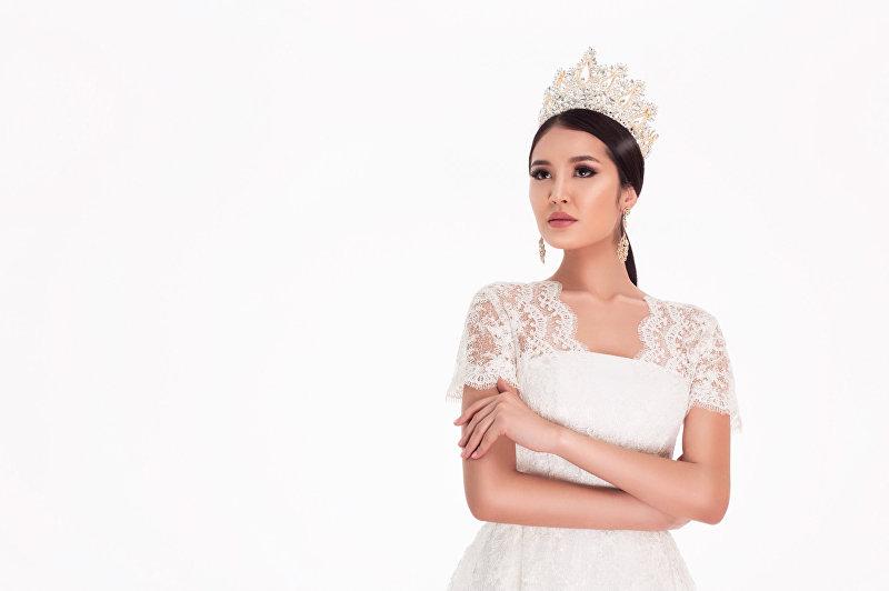 Обладательница титула Мисс Кыргызстан — 2017, модель Бегимай Карыбекова во время фотосета
