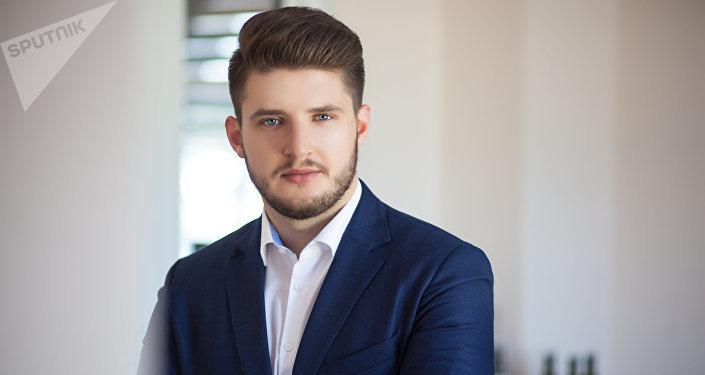 Исполнительный директор в компании по изготовлении масел Максим Хромов