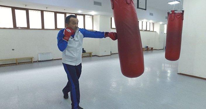 Мастер-класс по боксу от Орзубека Назарова за 4 минуты. Видео