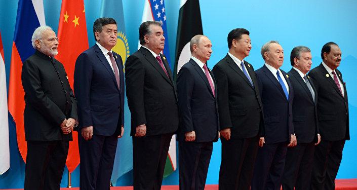 Заседание Совета глав государств-членов ШОС в узком составе в Циндао