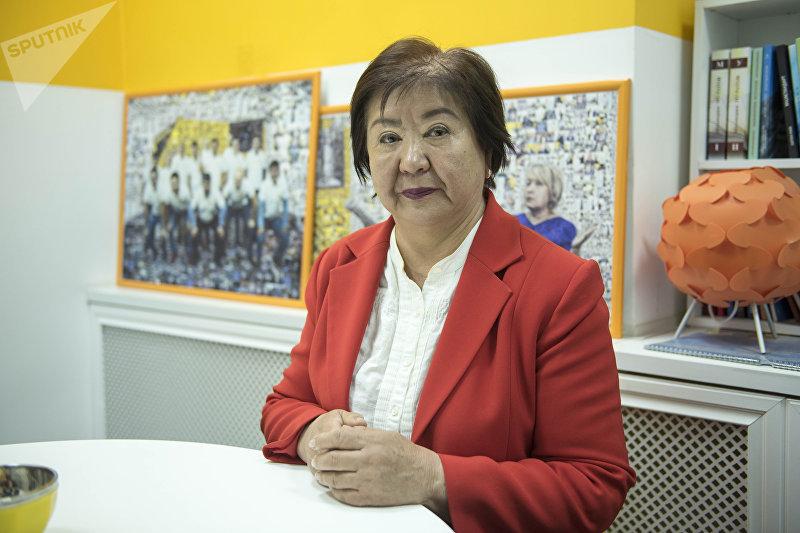Акушер-гинеколог Минагуль Сулайманкулова, работающая в Национальном центре охраны материнства и детства