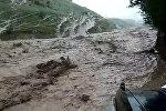 Двор превратился в реку — видео разрушительного селя в Баткенской области