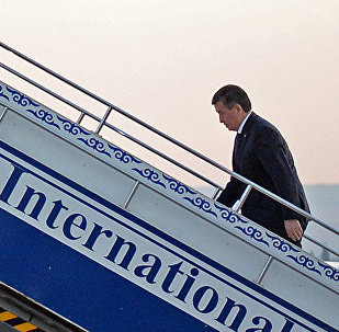 Президент Сооронбай Жээнбеков аэропортто. Архивдик сүрөт