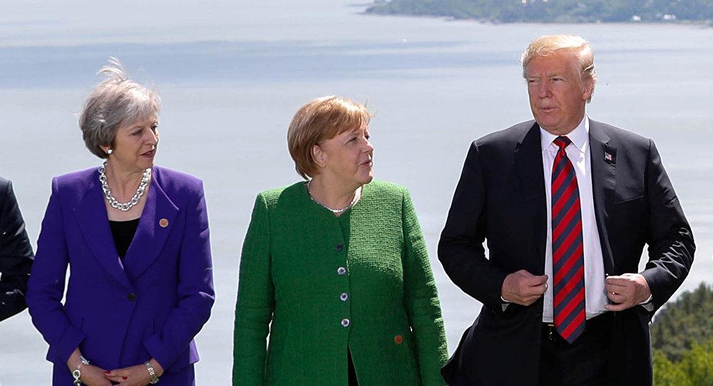 Премьер-министр Великобритании Тереза Май, канцлер Германии Ангела Меркель и президент США Дональд Трамп выступают на саммите G7 в Шарлевуа городе Ла-Мальби в Квебеке. Архивное фото
