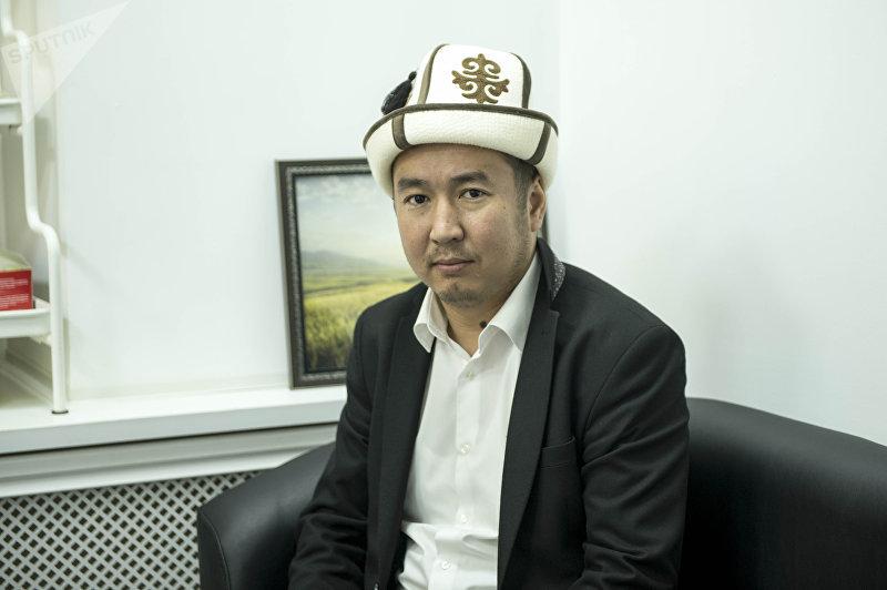 Представитель отдела фатвы ДУМК Бактияр Токтогазы уулу во время беседы
