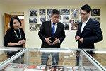 Президент Сооронбай Жээнбеков посетил дом-музей народного писателя КР Чингиза Айтматова по случаю дня его смерти