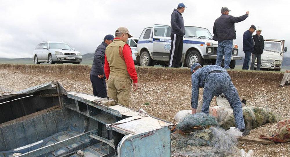 Рейд против незаконного рыболовства на озере Сон-Куль