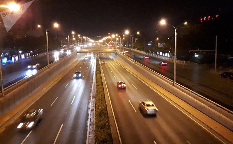 Движение ночью малоинтенсивное, а на улицах не так много людей