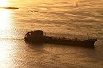 Баржа на реке Волга. Архивное фото