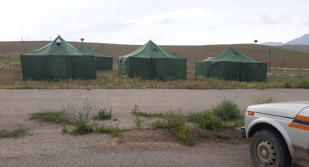 В Лейлекском районе Баткенской области установили 8 десятиместных палаток для пострадавших от селя