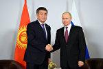 Архивное фото президента КР Сооронбая Жээнбекова и президента РФ Владимира Путина