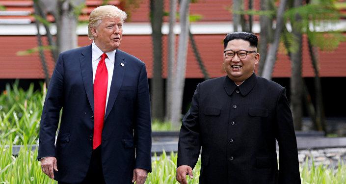 АКШнын президенти Дональд Трамп Түндүк Корея лидери  Ким Чен Ын менен. Архивдик сүрөт