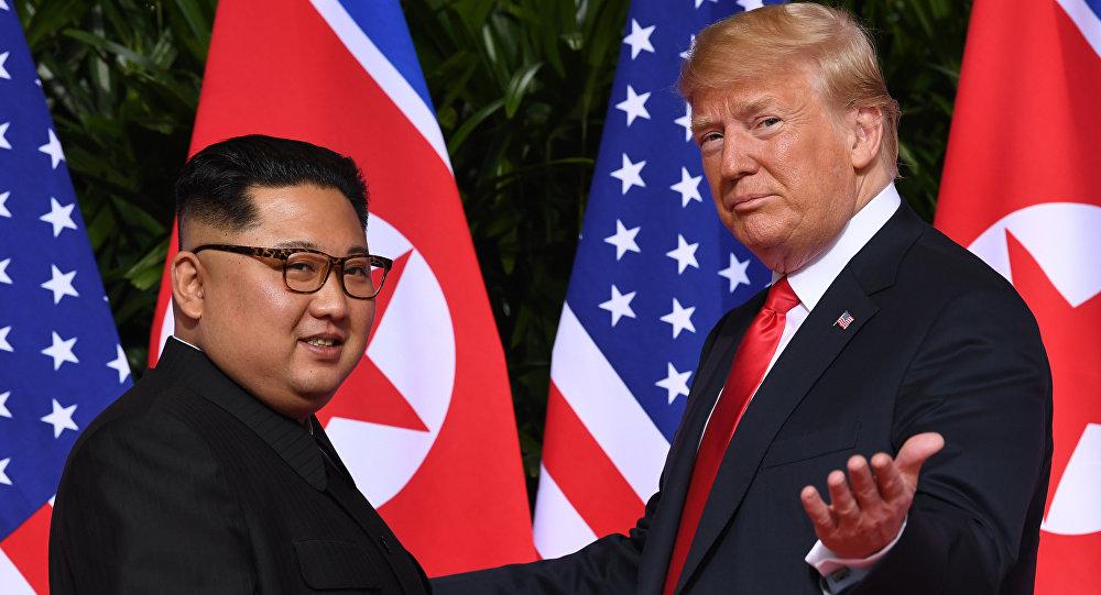 АКШ президенти Дональд Трамп Түндүк Корея лидери Ким Чен Ын менен Сингапурдагы жолугушту