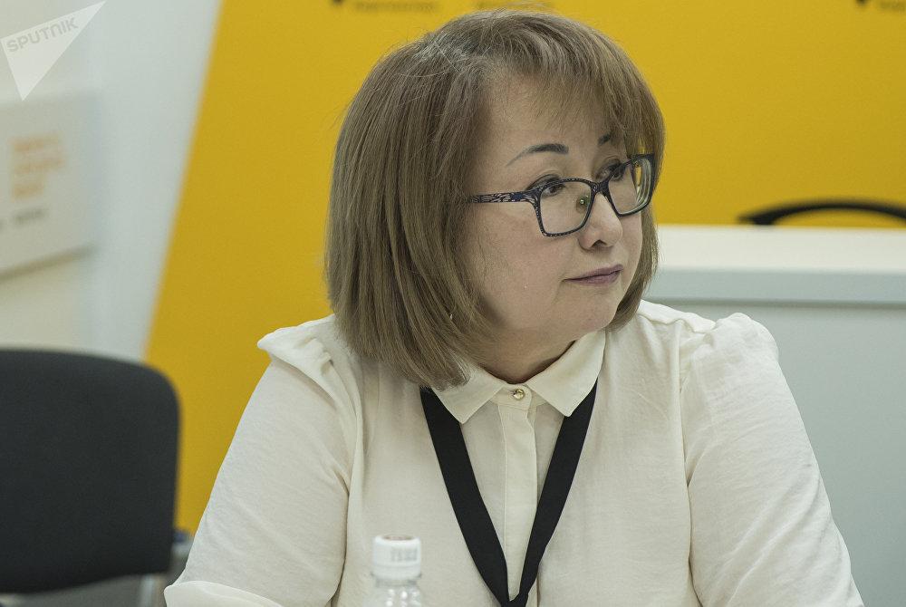 Президент Ассоциации поставщиков Кыргызстана Гульнара Ускенбаева во время круглого стола в мультимедийном пресс-центре Sputnik Кыргызстан