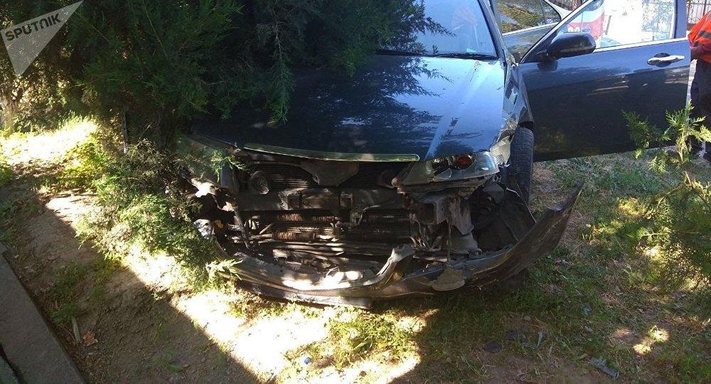 В Бишкеке столкнулись автомобили марок Toyota Allion и Honda Accord, в результате пострадала девушка