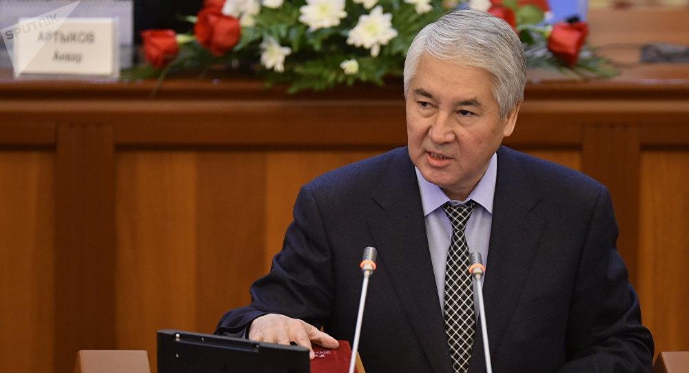 Депутат Мыктыбек Абдылдаевдин архивдик сүрөтү