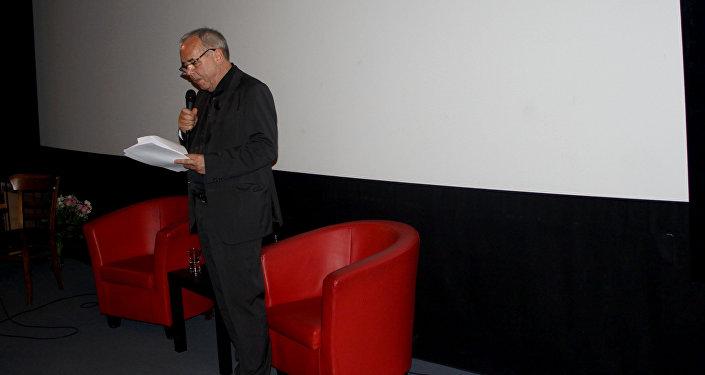 Перед показом писатель-айтматовед, литературный критик Ирмтрауд Гучке, специализирующаяся на изучении творчества известного писателя, кратко рассказала о картине, а также ответила на вопросы зрителей