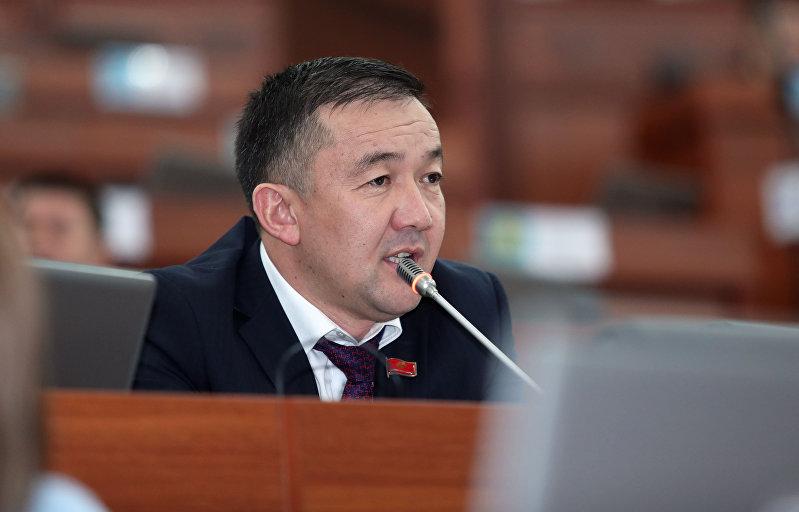 Депутат ЖК 6 созыва Жыргалбек Турускулов во время заседания