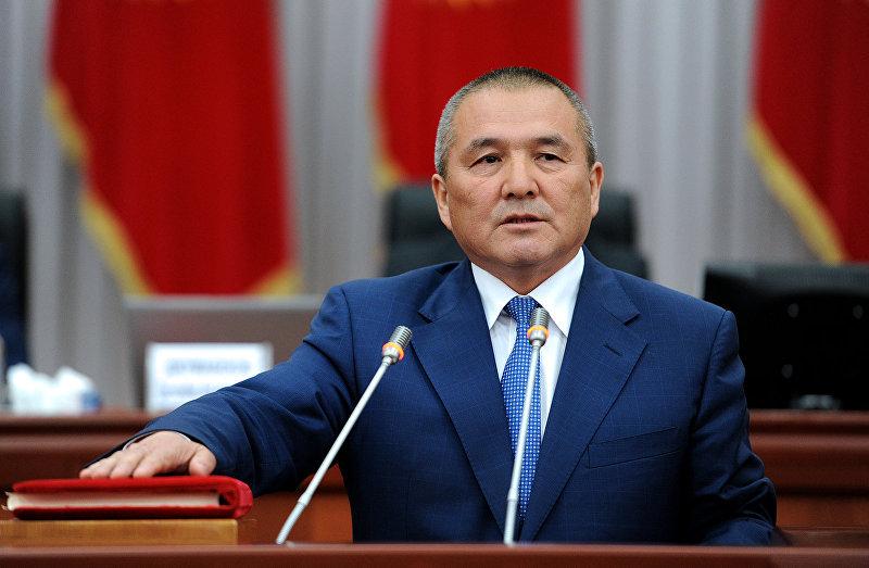 Министр транспорта и дорог Жамшитбек Калилов  во время присяги