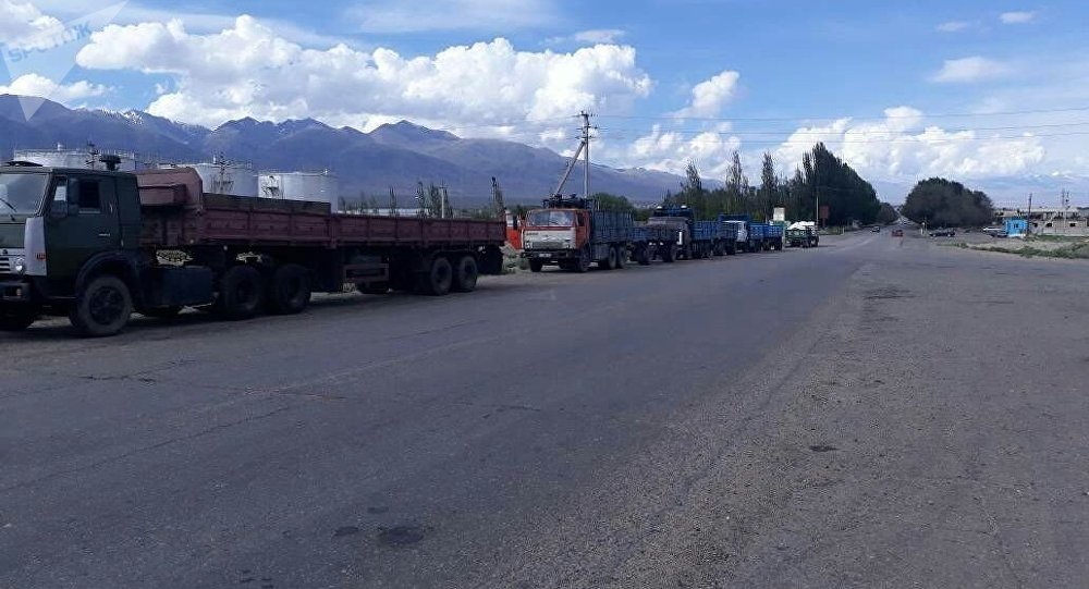 Водители большегрузных авто, которые доставляют уголь на Бишкекский ТЭЦ вышли на забастовку с требование повысить им заработную плату