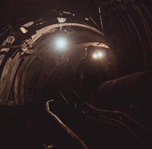 Шахта по добыче угля на окраине города Сулюкта в Баткенской области