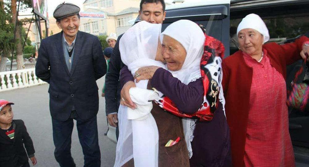 Нарын шаарындагы памирлик кыргыздар менен учурашуу үчүн Түркиянын Ван шаарынан алардын туугандары келишти