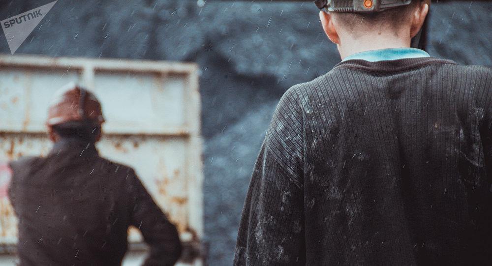 Шахтеры после работы на угольной шахте. Архивное фото