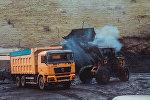 Погрузка угля для транспортировки. Архивное фото