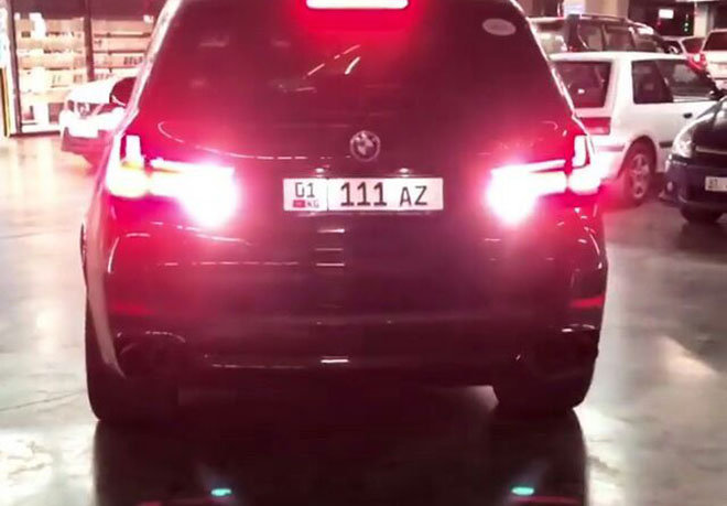 BMW X5 с госномером 01KG 111 AZ