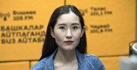 Художница Алия Шагиева во время беседы на радио Sputnik Кыргызстан