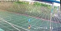 Что происходило на футбольном поле в Бишкеке, где погиб мальчик, — видео