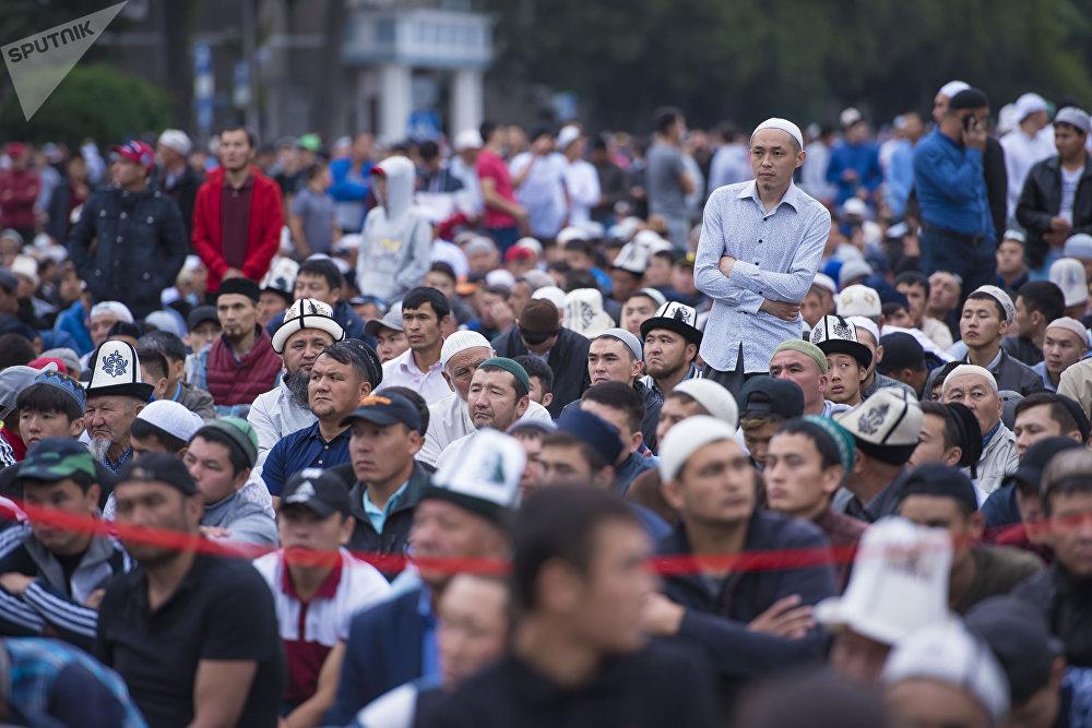 Ряды верующих протянулись от Дома правительства до здания МИД