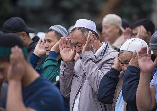 Мусульмане на праздничном намазе. Архивное фото