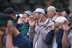 Орозо Айт-намазындагы мусулмандар. Архивдик сүрөт