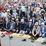 Спикер ЖК Дастан Джумабеков и мэр столицы Албек Ибраимов на Айт-намазе