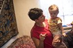 Мать-одиночка Ольга Чигерина с дочерью Надей, у которой гемангиома твердого нёба