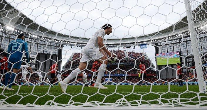 После розыгрыша штрафного удара на 89-й минуте мяч головой в сетку египтян послал защитник сборной Уругвая Хосе Хименес.