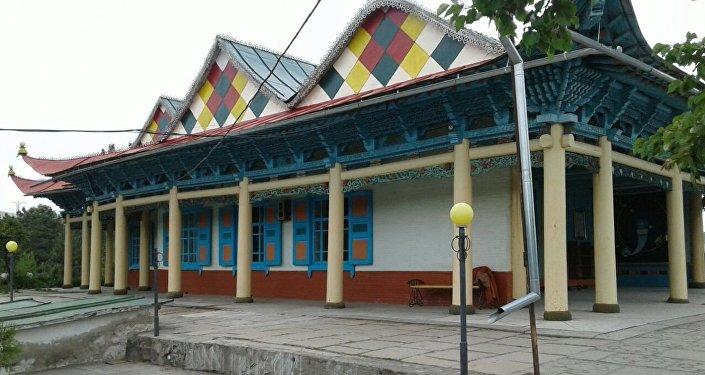 XX кылымдын башында курулган бул мечит Орто Азиядагы белгилүү архитектуралык эстеликтердин бири
