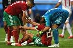 Игроки сборной Марокко Хаким Зийех, Азиз Бухаддуз и вратарь Мунир Эль-Кажуи в матче группового этапа чемпионата мира по футболу между сборными Марокко и Ирана.