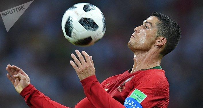 Португалия тараптан үч гол тең чабуулчу Криштиану Роналдуга таандык болсо, Испаиядан эки топту чабуулчу Диего Коста киргизди.